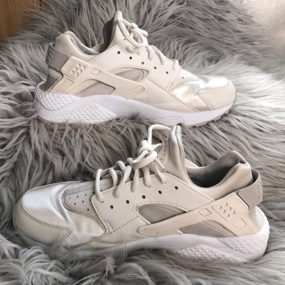 6dd20b932 Nike Air Huarache Size 9.5 Phantom Bone White. M 5a7994779d20f0b4e396acc0